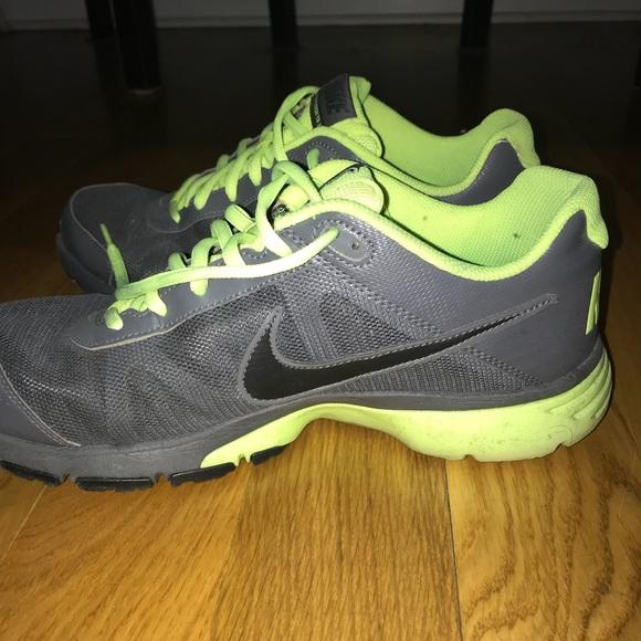 a22aba101aa Gray and lime green Nike s. M 5aad456045b30c536d0ebefc